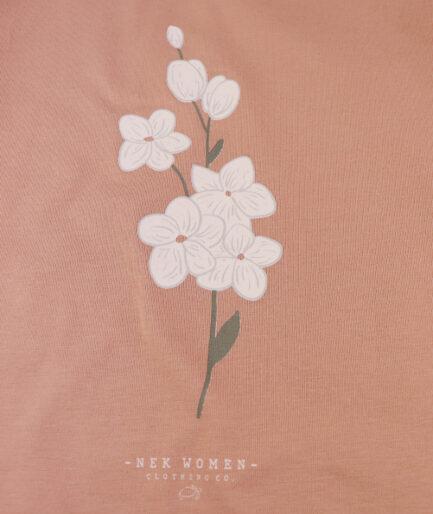 detalj stampe na zenskoj bluzi