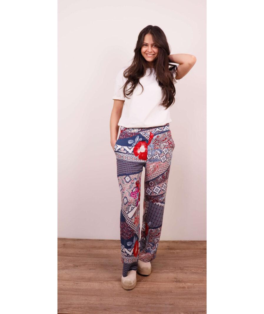 emina devojka u leprsavim pantalonama